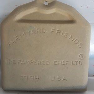 "1994 Pampered Chef ""Farmyard Friends"" mold & Decor"